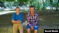Старэйшыя сыны Зьмітра Галко. Андрэй справа