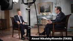 Владимир Путин (слева) и Крис Уоллес (справа) во время интервью в Хельсинки, Финляндия. 16 июля 2018 г.