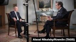 Владимир Путин и журналист Fox News Крис Уоллес во время интервью, 16 июля 2018 г.