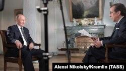 Владимир Путин и Крис Уоллес во время интервью в Хельсинки, Финляндия. 16 июля 2018
