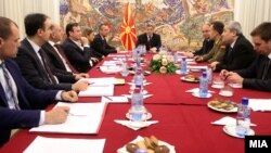 Foto nga takimi i liderëve me presidentin e Maqedonisë në muajin prill