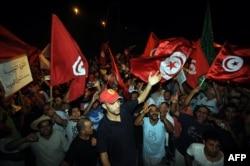 Один из последних митингов оппозиции в столице Туниса