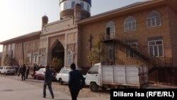 Мечеть в селе Карабулак Сайрамского района Южно-Казахстанской области. 17 ноября 2017 года.
