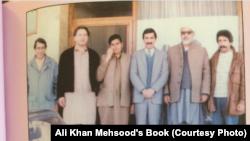 علي خان مسود له اجمل خټک او ملګرو سره (عکس: د اجمل خټک سياسي هلې ځلې)