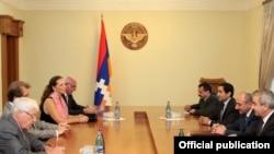 Члены делегации на встрече с Бако Саакяном