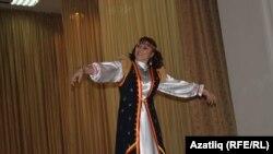 Вәсилә Хуҗина башкорт биюен башкара