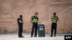 Китайские полицейские. Иллюстративное фото.