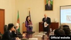 ABŞ-nyň Türkmenistandaky ilçisi Metýu Klimou türkmen mirasy üçin 150 müň dollar möçberinde grant berdi.