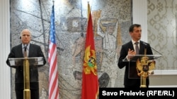 Džon Mekejn i Predrag Bošković, Podgorica, 12. april