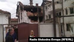 Оштетени куќи во Дива населба во Куманово после полициската акција против вооружена група.