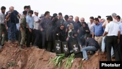 Տու-154 օդանավի վթարի պատճառով զոհվածների հարազատները Ղազվինում, 16-ը հուլիսի, 2009թ.