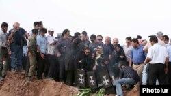 «Տու-154» օդանավի վթարի պատճառով զոհվածների հարազատները Ղազվինում, 16-ը հուլիսի, 2009թ.