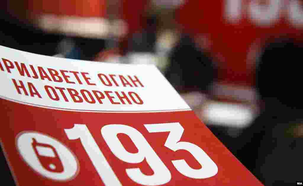 МАКЕДОНИЈА - Граѓаните на бесплатната телефонска линија 193 деноноќно може да пријавуваат огнови кои што горат на отворено и придонесуваат за загадување на воздухот. Оваа активност, што ја промовираше скопскиот градоначалник Петре Шилегов, е дел од краткорочните мерки на Градот Скопје за справување со загадувањето.