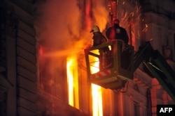7 февраля 2014 года – через 30 лет после Игр – разъяренная толпа сожгла здание правительства кантона Сараево. Нет денег, нет работы. Нет справедливости
