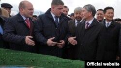 Евгений Дод (ортодо) жана Алмазбек Атамбаев, Нарын, 27-октябрь, 2012-жыл