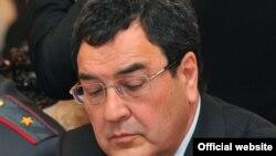Шамил Атаханов.