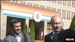 По мнению наблюдателей, Путин воспользовался прикаспийским саммитом для поездки в Иран по облегченному протоколу