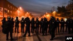 Поліція в центрі Приштини, 18 листопада 2015 року