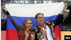 Россияне Татьяна Навка и Роман Костомаров - олимпийские чемпионы 2006 года в состязаниях по спортивным танцам