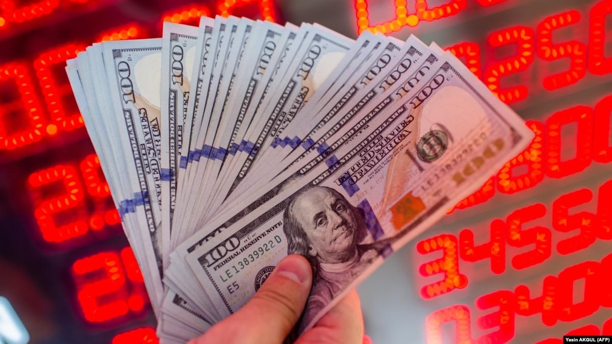 Курс валют на 13 января: доллар ослабел на 15 копеек