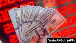 Тижорат банкларида 1 доллар 10550 сўмдан сотилаётгани хабар қилинди.