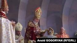 Его Святейшество Гарегин II, Католикос всех армян, освятил 27 сентября миро для Армянской апостольской церкви.