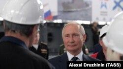Владимир Путин на судостроительном заводе «Залив». Керчь 20 июля 2020 года