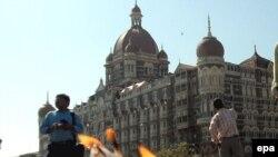 یک مقام پاکستانی روز چهارشنبه تایید کرد که میان رشته حملههای بمبئی(مومبای) و عناصری از داخل این کشور ارتباط وجود دارد. (عکس: epa)