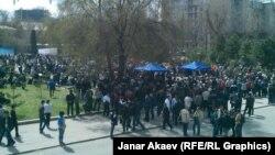 Митинг оппозиции в Бишкеке. 10 апреля 2014 года.