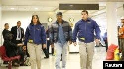 Тајсон беше задржан на аеродромот во Сантијаго