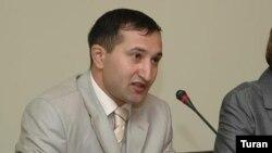 Сотрудник газеты «Бизим йол» и руководитель сайта Moderator.az Парвиз Гашимли