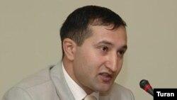 Сотрудник газеты «Бизим йол», глава сайта moderator.az и руководитель Центра защиты политических и гражданских прав Парвиз Гашимли