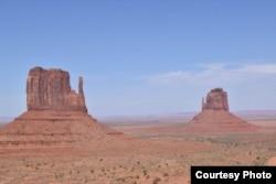 Bozhiru često upoređuju s Monument Valleyjem na granici Arizona-Utah u SAD-u.