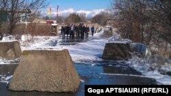 На сегодняшней встрече югоосетинская сторона так и не увидела запрашиваемых ею документов, которые подтверждали бы право собственности жителей грузинских сел на земельные участки, объявленные ими своими