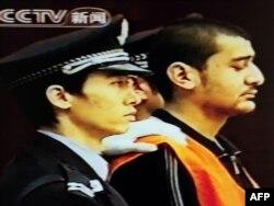Один из подсудимых по делу о событиях в Урумчи. Кадр из китайского телевидения, 15 октября 2009 года.