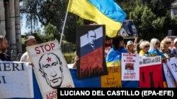 Під час акції представників української діаспори проти візиту президента Росії Володимира Путіна до Італії. Рим, 4 липня 2019 року