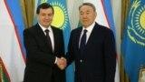 Özbegistanyň we Gazagystanyň prezidentleri Şawkat Mirziýaýew we Nursoltan Nazarbaýew, Astana, 23-nji mart, 2017