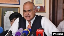 Armenia - Opposition leader Raffi Hovannisian holds a news conference in Yerevan, 3Aug2016.