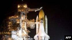 Космический челнок Endeavour (STS-118) на стартовой площадке 39-A; Kennedy Space Center