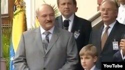 Аляксандар Лукашэнка разам з сынам Колем