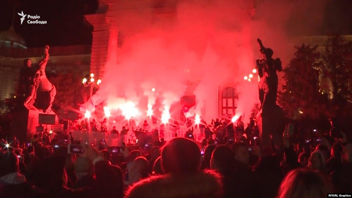 Протесты в Сербии. Тысячи людей митингуют 11-ю субботу подряд – видео