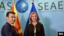Мандаторот Зоран Заев се сретна со шефицата на европската дипломатија Федерика Могерини во Брисел на 24 мај 2017