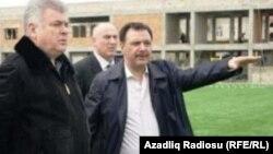 Hafiz Məmmədov (sağda) Nəqliyyat naziri Ziya Məmmədovla (solda)