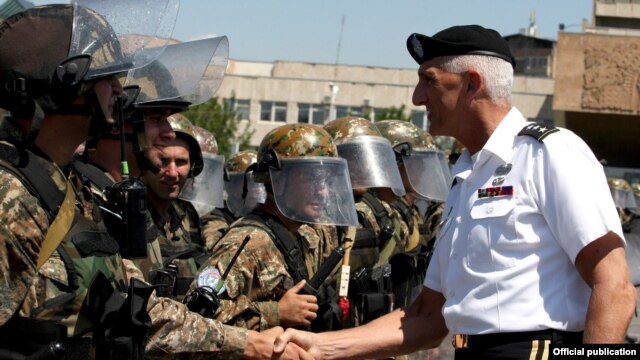 Armenia - The commander of the U.S. Army in Europe, Lieutenant General Mark Hertling, inspects Armenian peacekeeping troops in Yerevan, 18Jul2012.