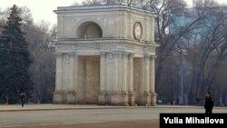 Moldova - arch of triumph, clock, police, Chisinau