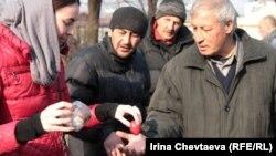"""Движение """"Курский вокзал"""" поздравляет бездомных с пасхой"""