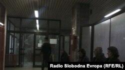 Пациенти чекаат ред за преглед во клиничкиот центар во Скопје.