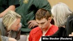 Николас Круз, обвиняемый в убийстве 17 человек в средней школе города Паркленд во Флориде.