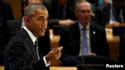 بارک اوباما رئیس جمهور ایالات متحدۀ امریکا بخاطر پذیرش مهاجرین از جرمنی و کانادا ستایش کرد.
