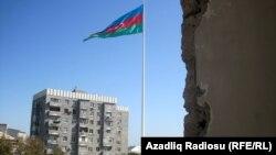 Bayraq meydanı yaxınlığındakı Aqil Quliyev 4A ünvanında yaşayış binası məcburən sökülür